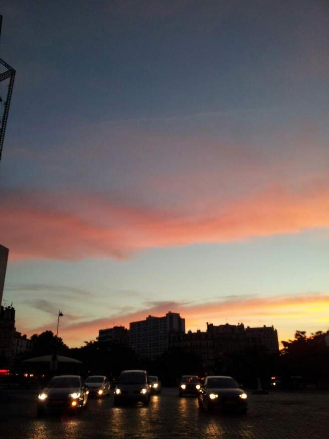 작가가 보내온 해질녘 파리의 풍경